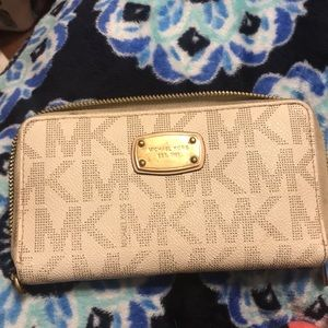 Used micheal kors wallet